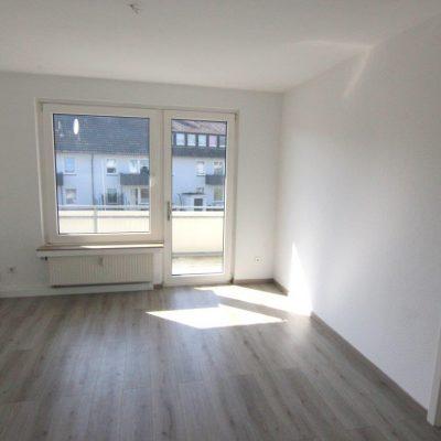 Schöne 4 Zimmer Wohnung mit Balkon in ruhiger Lage